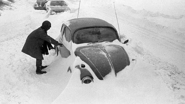 Es war der Katastrophenwinter schlechthin: Die Jahreswende 1978/79 herrschten Temperaturen von -20 Grad. Sechs Menschen starben im haushohen Schnee Norddeutschlands.