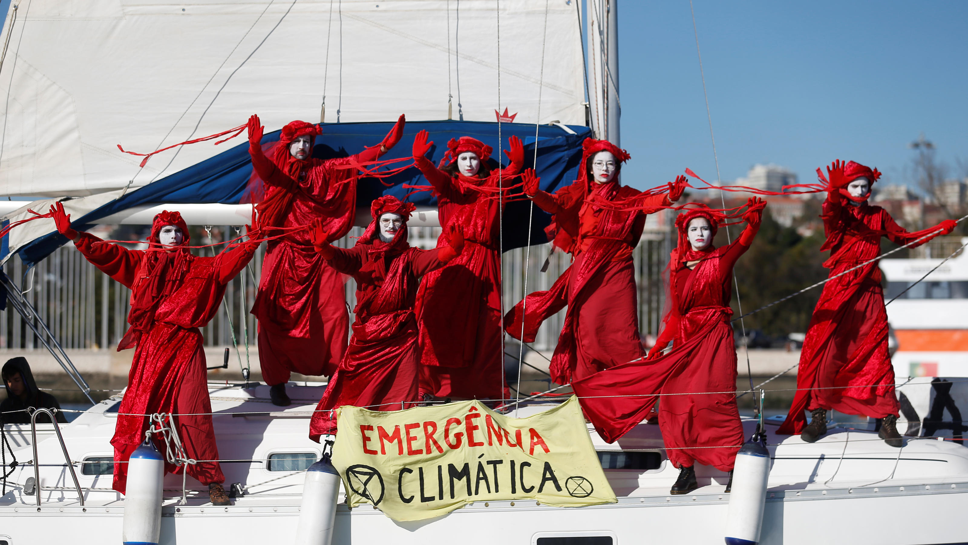 Environmental activists welcome climate change activist Greta Thunberg as she arrives aboard the yacht La Vagabonde at Santo Amaro port in Lisbon, Portugal December 3, 2019. REUTERS/Rafael Marchante