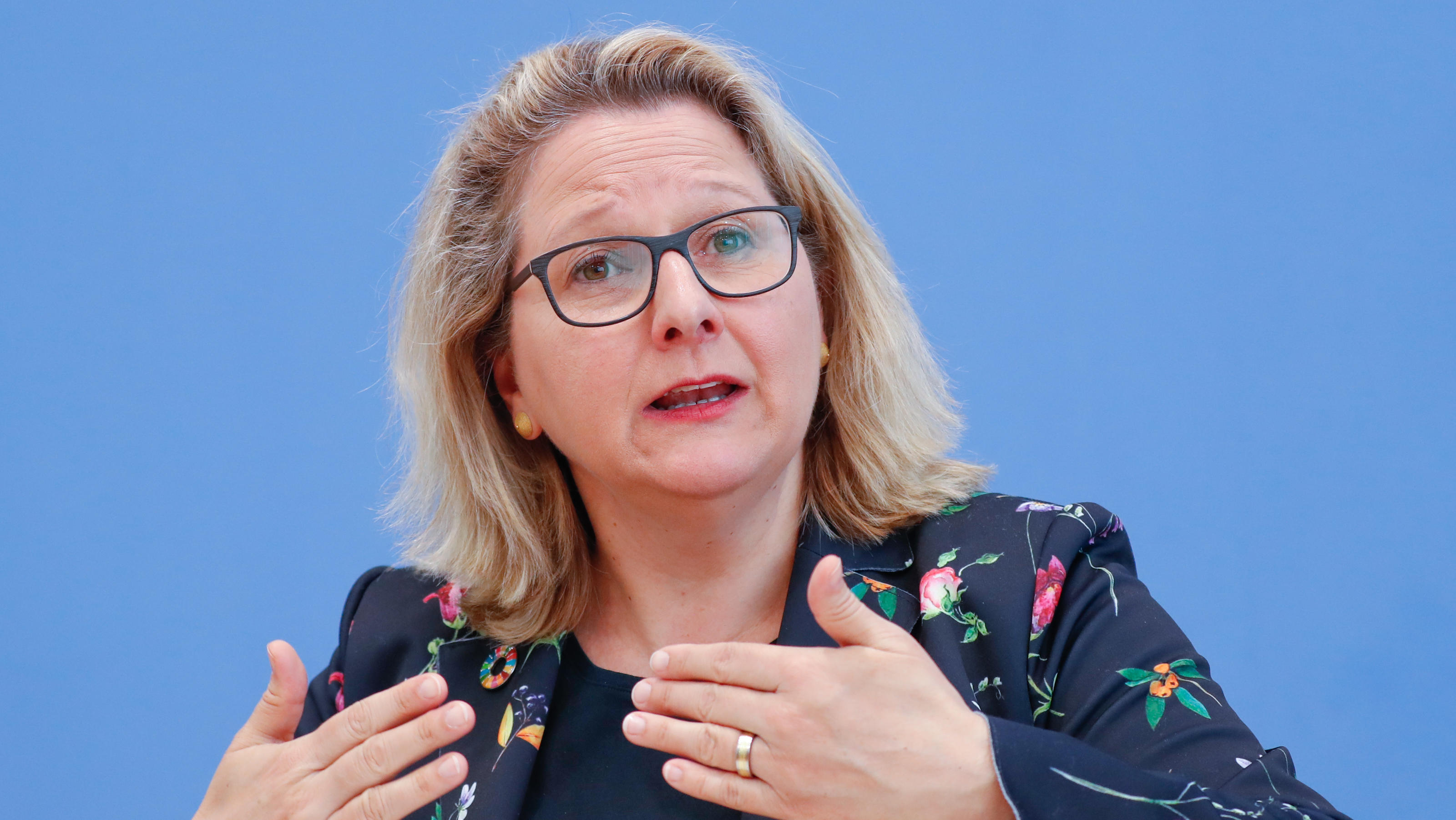 German Environment Minister Svenja Schulze attends a news conference, on the coronavirus disease (COVID-19), in Berlin, Germany, April 2, 2020. REUTERS/Fabrizio Bensch