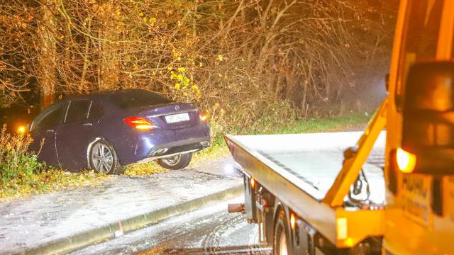 Ein weiteres Winterintermezzo mit Schnee und Glatteis hat in der Nacht zu Mittwoch und am Mittwochmorgen für teils gefährliche Straßenverhältnisse gesorgt. Zahlreiche Unfälle waren die Folge.  LKW-Fahrer mussten die Nacht im Wagen verbringen.