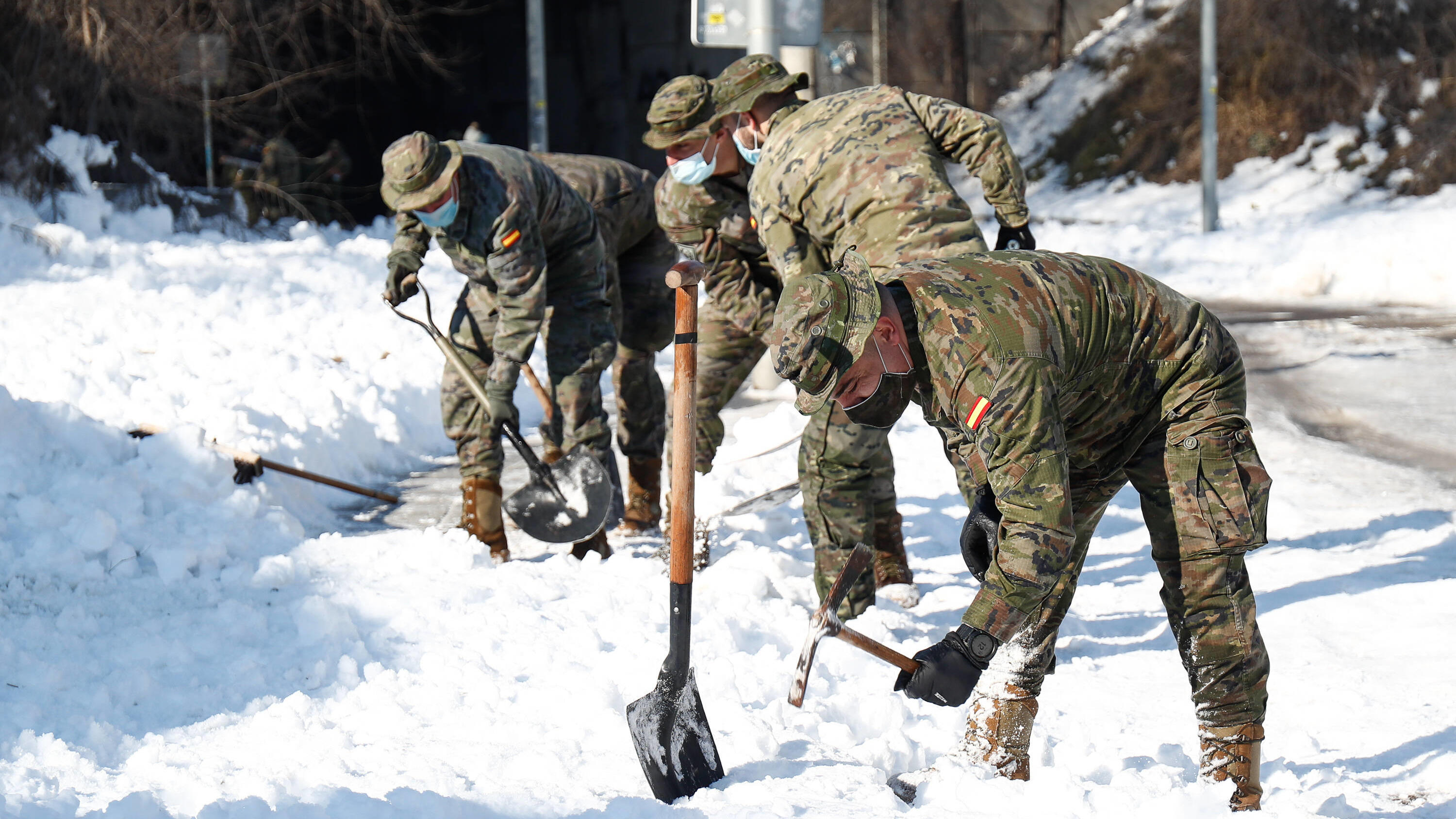 January 15, 2021, Valdemoro, MADRID, SPAIN: Military personnel from Spanish Army carry out snow removal work at the Fuente de la Villa School due to the snowstorm Filomena on January 15, 2021 in Valdemoro, Madrid, Spain. Valdemoro SPAIN - ZUMAa181 20