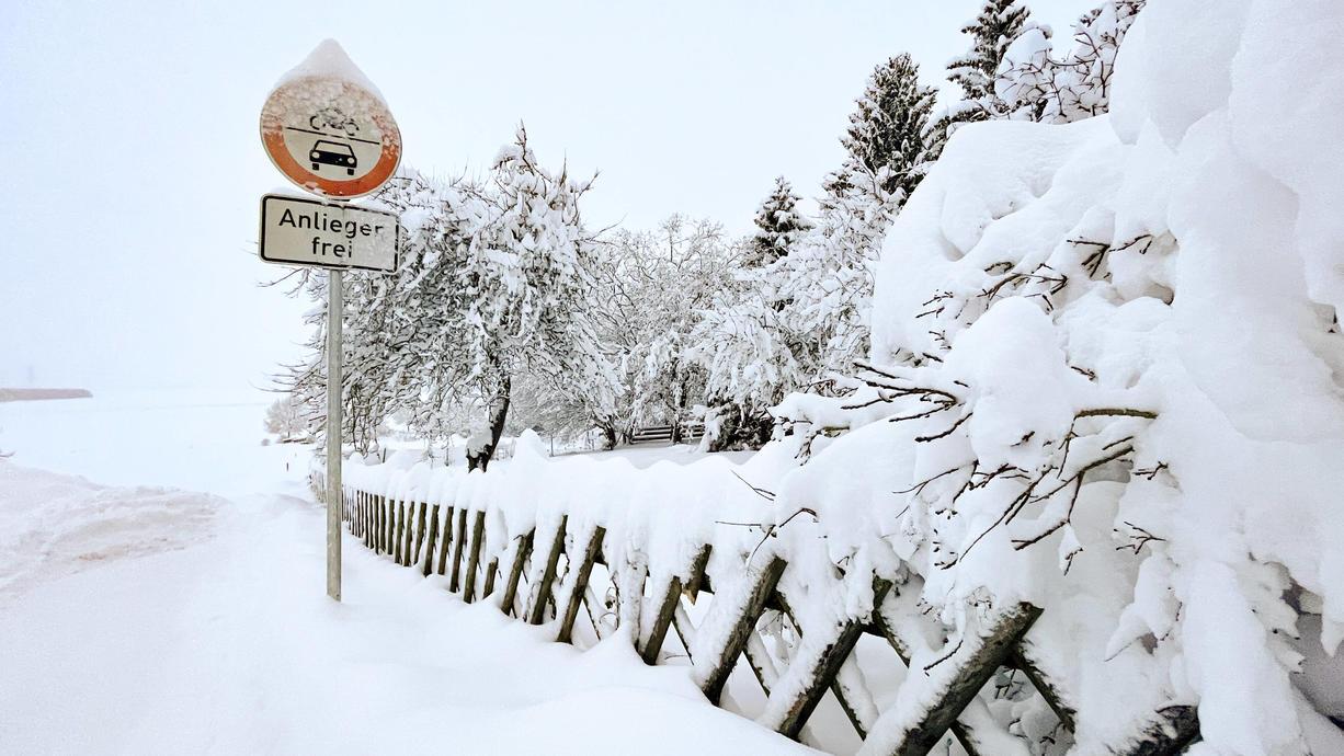 Auf der Nordhalbkugel schalten die Wettersysteme jetzt  auf Winterzeit und damit beginnt auch der Schnee- und Eispanzer der Arktis zuzulegen. Doch in diesem Jahr sind die Bedingungen anders. Mit Auswirkungen auf unseren Winter in Deutschland.