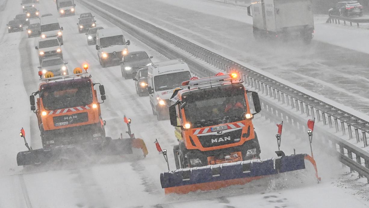 Wir klären: Wie viel Schnee fällt noch und in welchen Gegenden? Mit welchen Temperaturen müssen Sie in den kommenden Tagen rechnen? Wie ist die Lage im aktuellen Straßen- und Bahnverkehr?