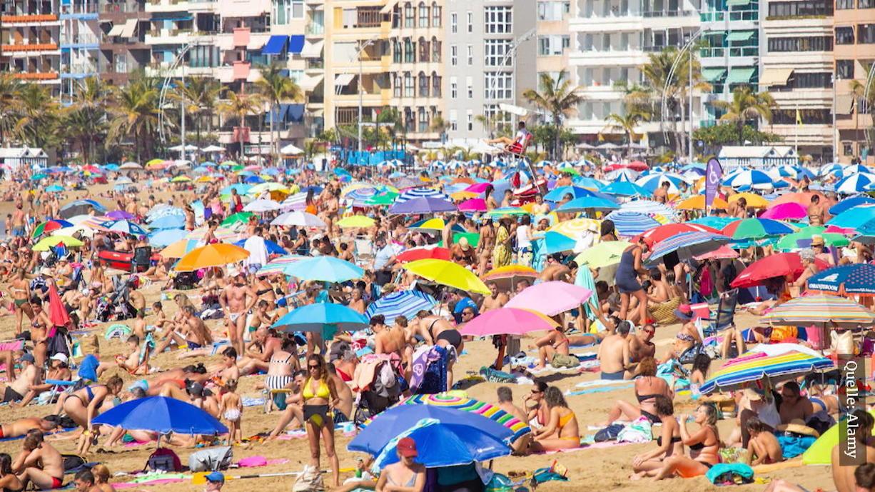 Die Bilder aus Gran Canaria vom Wochenende sind unglaublich – unglaublich voll! Doch handelt sich sich bei den Fotos tatsächlich um aktuelle Bilder der Urlaubsinsel? RTL-Reporter Dominique Fleckinger ist nach Gran Canaria gereist.