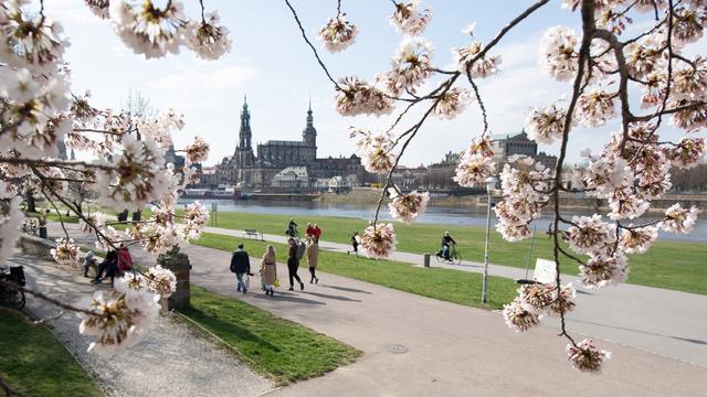 Nicht nur bei uns in Deutschland zeigt sich der Frühling 2021 im April sehr zurückhaltend. Weite Teile West- und Nordeuropas sind in Sachen Frühlingsfeeling derzeit unterdurchschnittlich temperiert. Dafür hält Hoch QUEEN Unwetter fern.