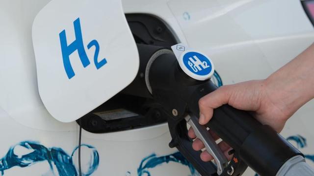 """Das Potsdam Institut für Klimafolgenforschung (PIK) nährt die Zweifel am Wasserstoff: Eine neue Studie spricht von """"beeindruckenden Risiken"""". Die Herstellung des vermeintlichen Wunderstoffs braucht riesige Mengen an Ökostrom."""