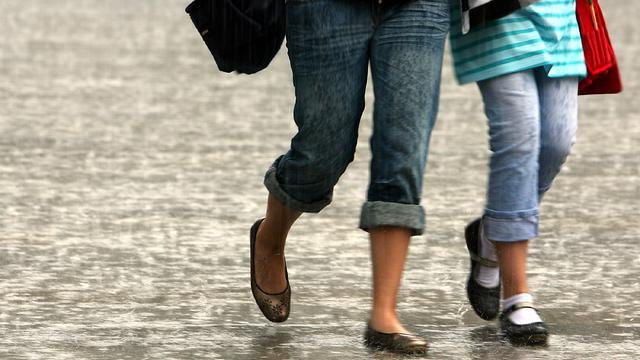 Eher durchwachsen kommen wir durch die Woche. Regen steht meist auf der Tagesordnung. Immerhin kommen wir an den Eisheiligen ohne Frost aus. Mittelprächtig sieht es auch am Vatertag und dem darauffolgenden Wochenende aus.