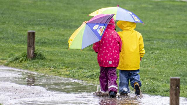 Ein Tief nach dem anderen kommt vorbei und das bedeutet unbeständiges Wetter. Wind und Regenschauer begleiten uns immer wieder in den nächsten Tagen. Die Temperaturen bleiben unter 20 Grad.