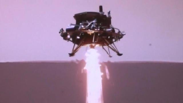 """China ist erstmals eine Landung auf dem Mars gelungen. Das Landemodul des Raumschiffes """"Tianwen-1"""" setzte mit dem Rover """"Zhurong"""" an Bord am Samstag auf der Oberfläche des Roten Planeten auf."""