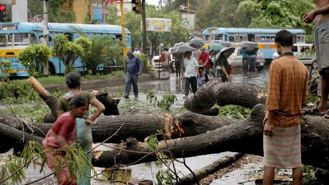 Der Zyklon Tauktae ist an der Westküste Indiens entlanggezogen und hat bereits einige Menschen das Leben gekostet und großen Schaden angerichtet. Mindestens acht Menschen seien in den Bundesstaaten Karnataka, Kerala und Goa gestorben.