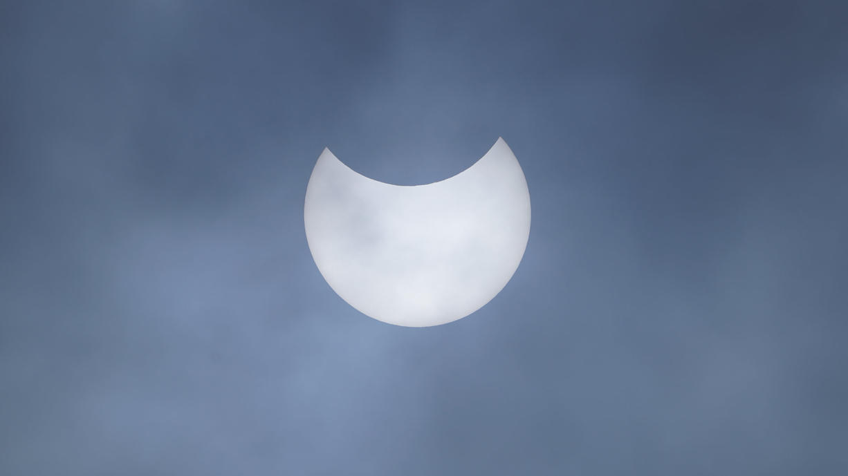 Das  weltweite Naturspektakel ist in aller Munde. Hier sind die ersten und schönsten Bilder und Videos der Sonnenfinsternis zusammengestellt.