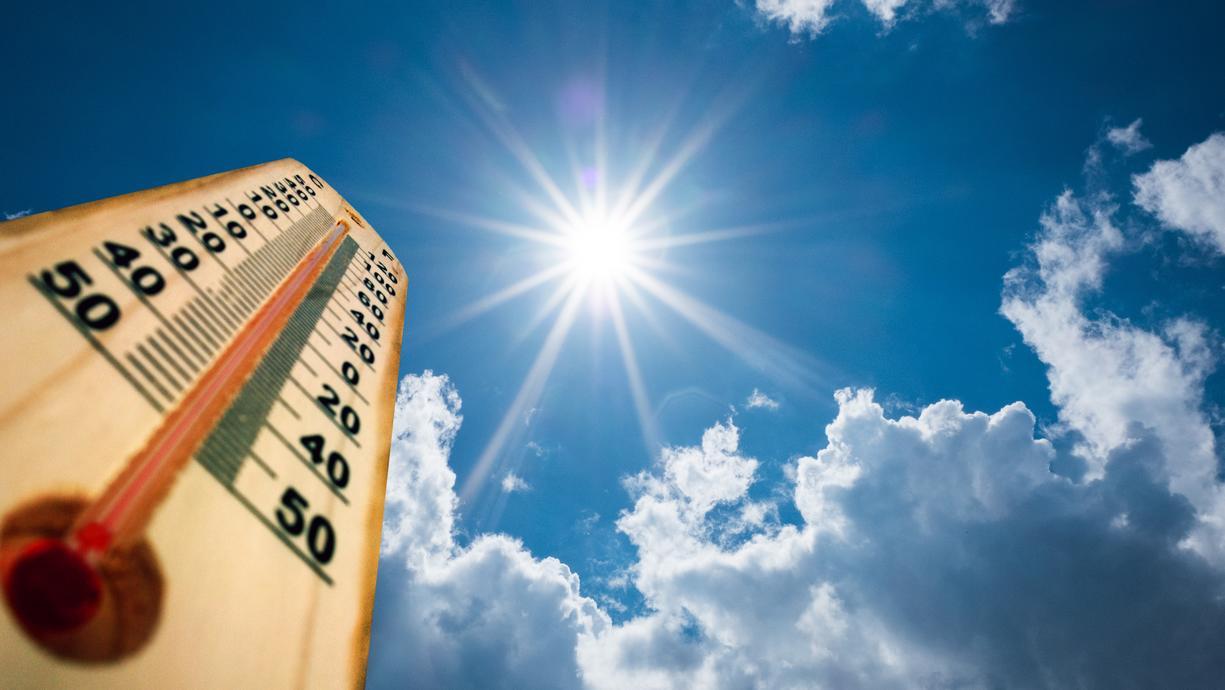 Für die einen ist es unerträglich, für die anderen ist es Spaß pur: Hitze und Hochsommer in Deutschland. Wir schauen auf die Wettercomputer und richten den Fokus dabei auf die Hitzemarken und mögliche Hitzewellen im Deutschland-Sommer 2021.