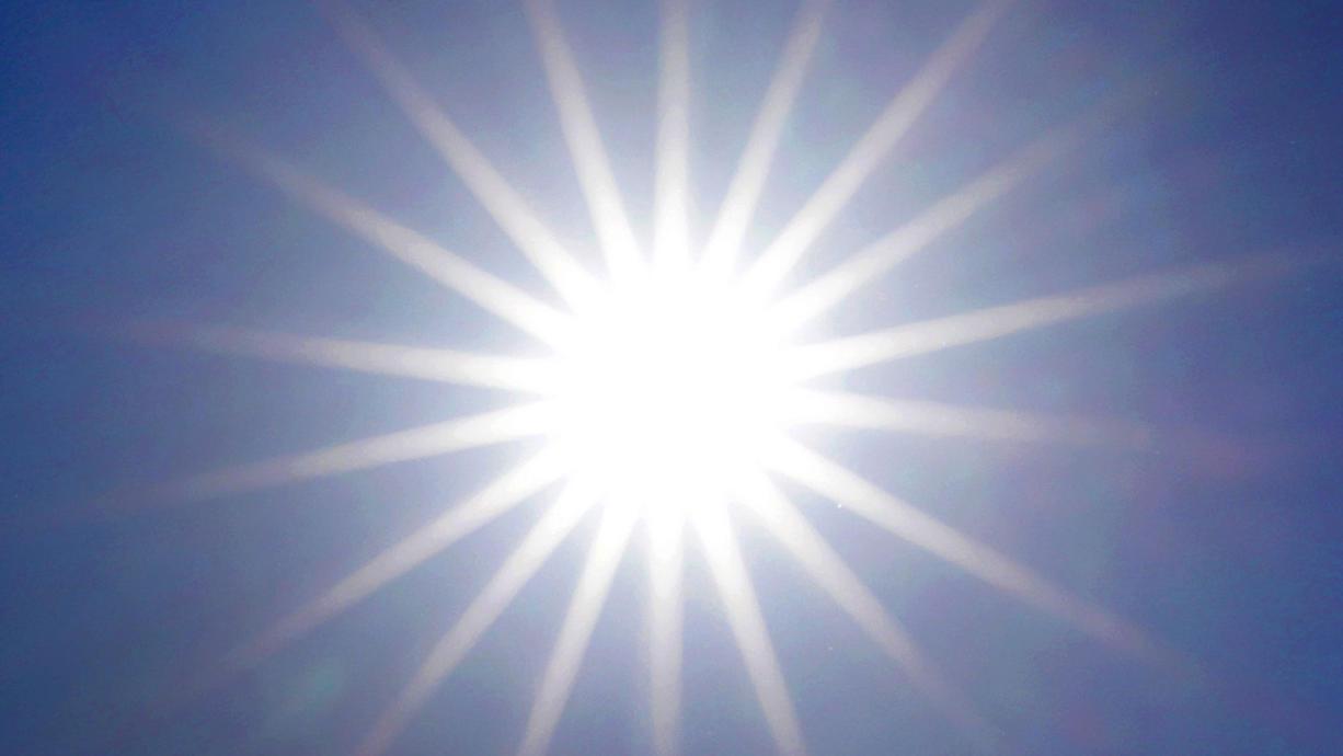 Kurz vor Sonnenhöchststand und zusätzlich begünstigt durch die klare Luft steigt mit den Temperaturen auch die UV-Belastung.