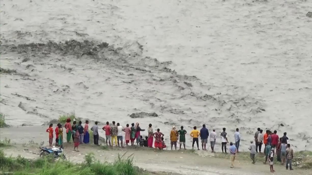 Schwere Regenfälle haben in Nepal zu Überflutungen geführt, denen auch Menschen zum Opfer fielen. Mindestens sieben Menschen kamen bei den Sturzfluten in der Region Sindhupalchok östlich der Hauptstadt Kathmandu ums Leben.