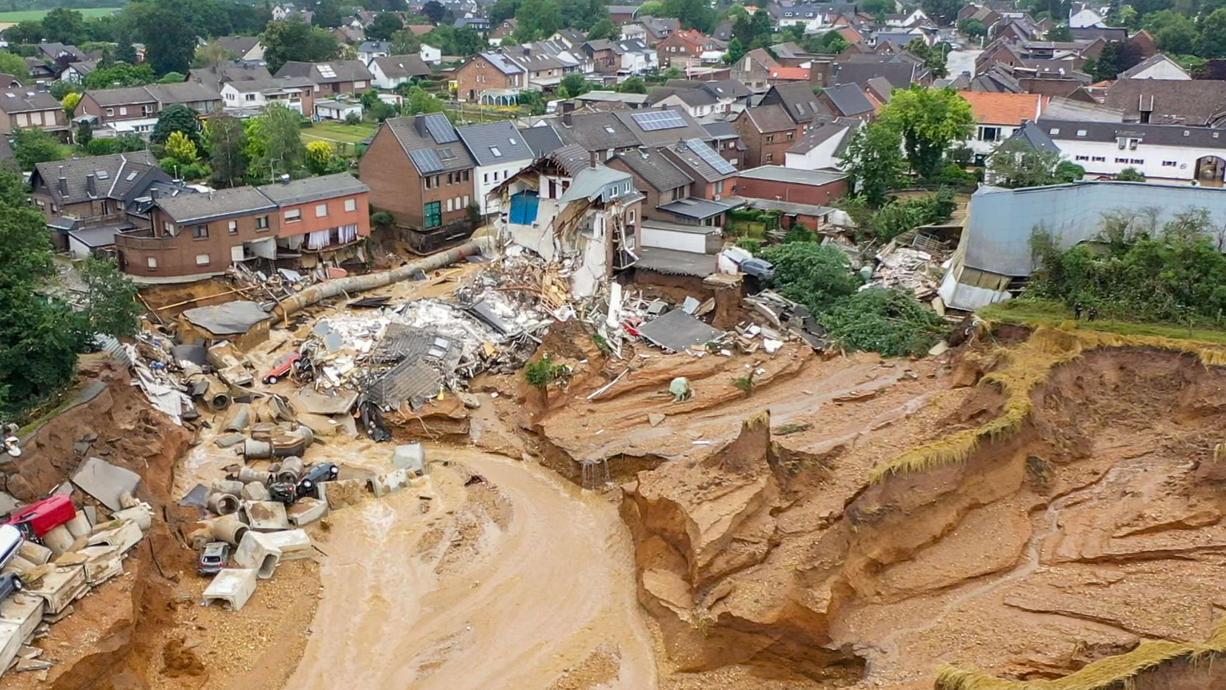 Die Mehrheit der Deutschen hält die Katastrophe für eine Folge des Klimawandels. Das hat eine aktuelle Umfrage von Forsa im Auftrag von RTL ergeben.