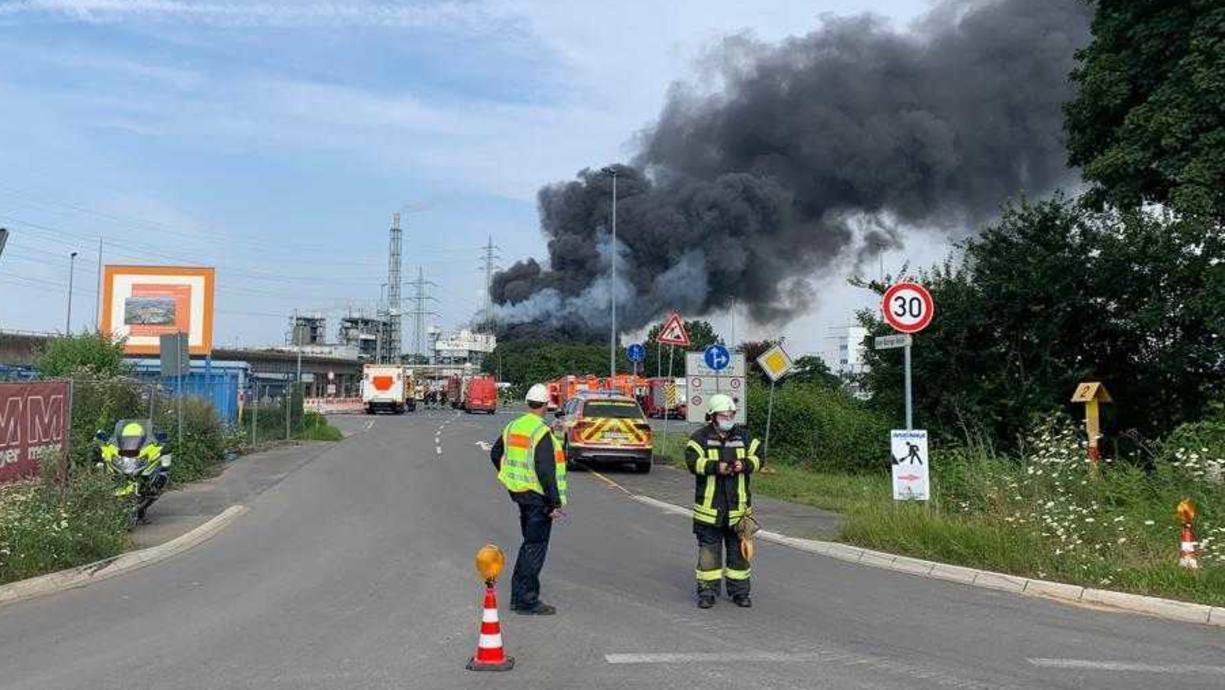 Am Dienstagvormittag hat eine Explosion in Bürrig, einem Stadtteil von Leverkusen stattgefunden. Offenbar ist eine Müllverbrennungsanlage betroffen. Das Bundesamt für Bevölkerungsschutz und Katastrophenhilfe (BBK) warnt die Bevölkerung auf...