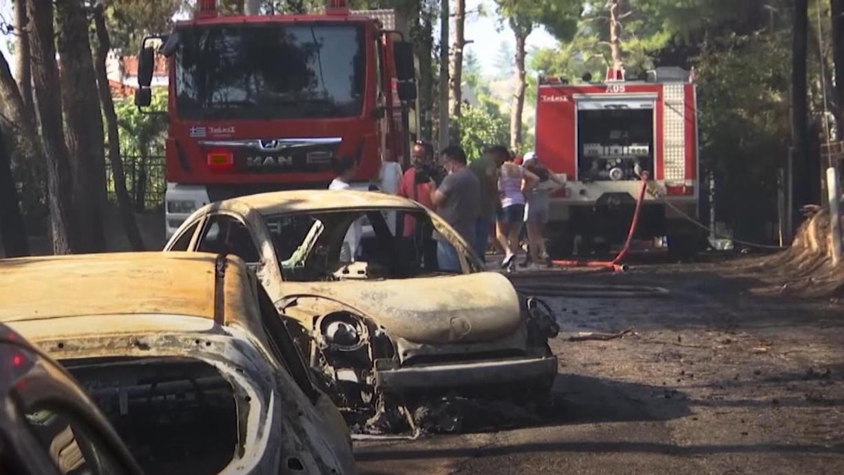 In Griechenland herrscht eine extreme Hitzewelle. Sowohl der griechische Wetterdienst als auch der Zivilschutz haben Warnungen ausgesprochen, weil die Hitze fast zwei Wochen anhalten dürfte. Im ganzen Land sind Waldbrände ausgebrochen.