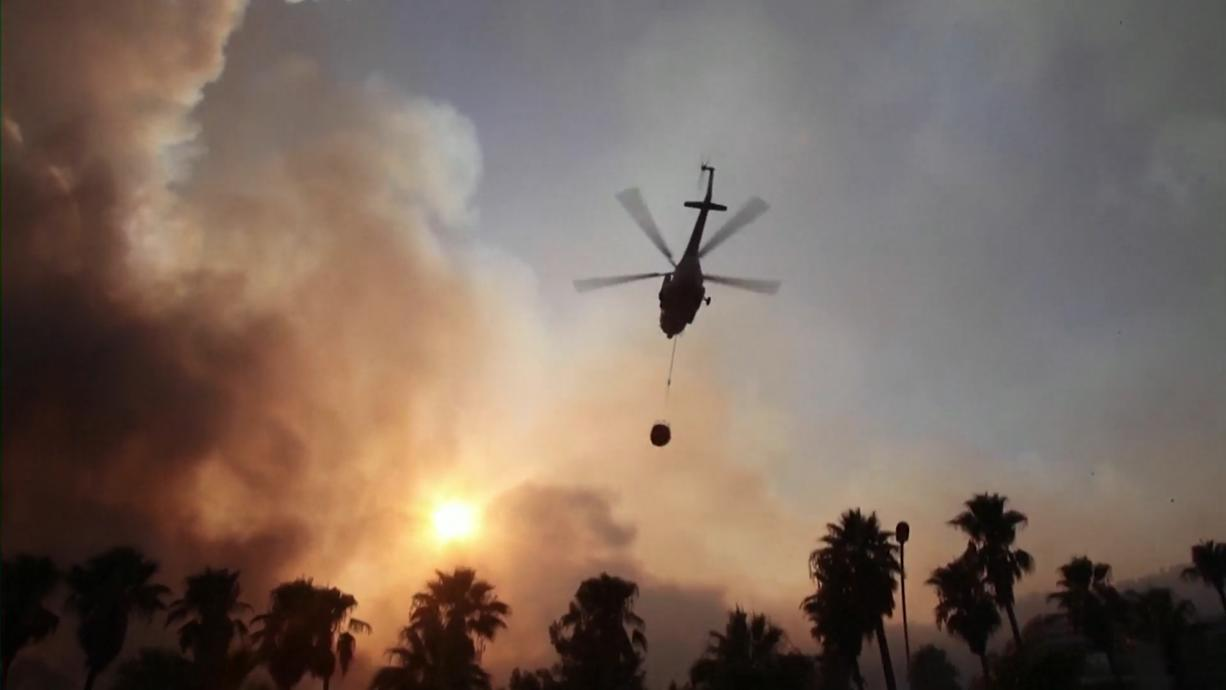 Türkische Einsatzkräfte kämpfen den vierten Tag in Folge gegen massive Waldbrände im Land. Besonders betroffen ist die türkische Mittelmeerküste mit der Urlaubsregion Antalya. Vier Menschen starben bislang.