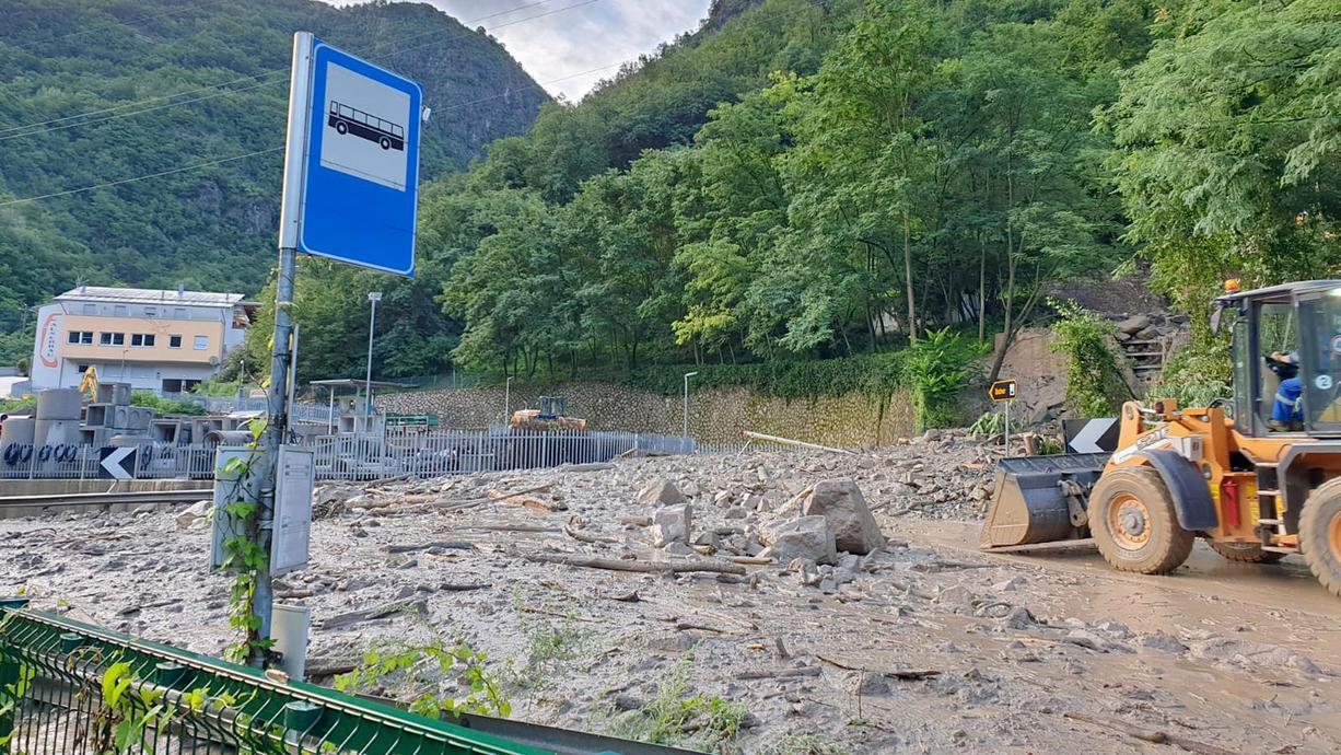 Mehrere Regionen in Norditalien kämpfen gegen Hochwasser. In Südtirol traten nach starkem Regen Flüsse über die Ufer. Schlammmassen gab es in einem Hotel am Gardasee - Evakuierungen am Comer See.