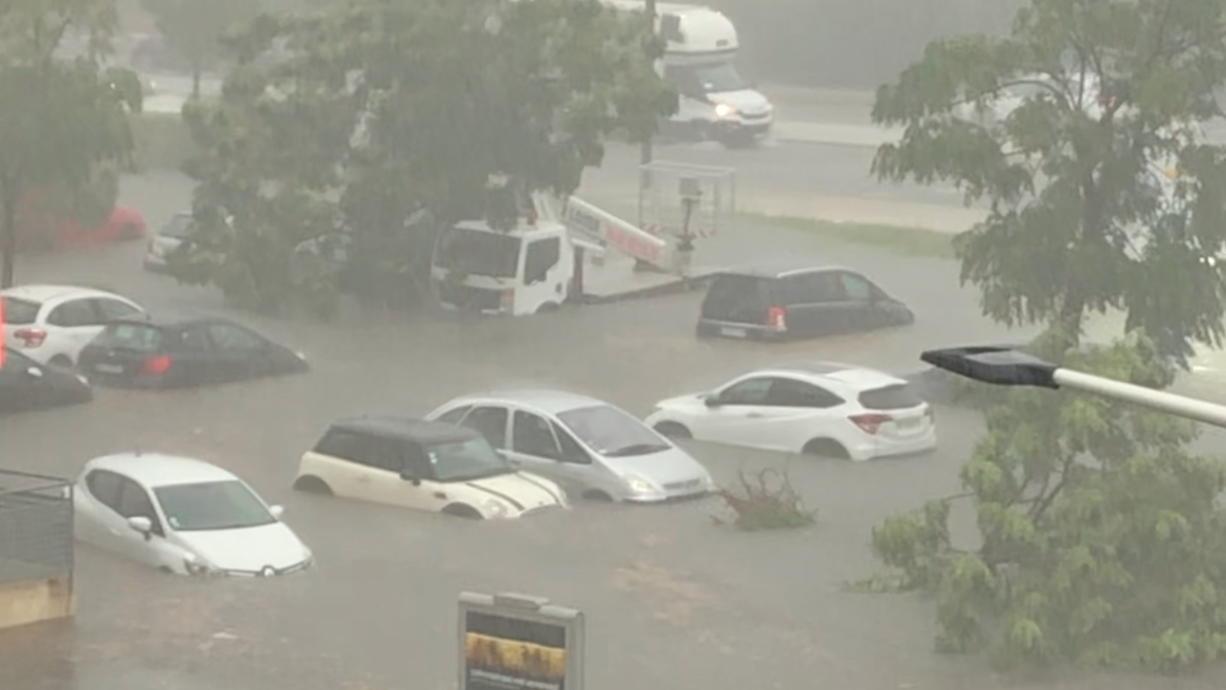 Intensive Gewitter haben im Südfrankreich schlimme Überflutungen gebracht. Hier sind laut Meldungen zum Teil über 200 Liter pro Quadratmeter gefallen. Und zwar binnen weniger Stunden. Und auch heute drohen große Regenmassen!