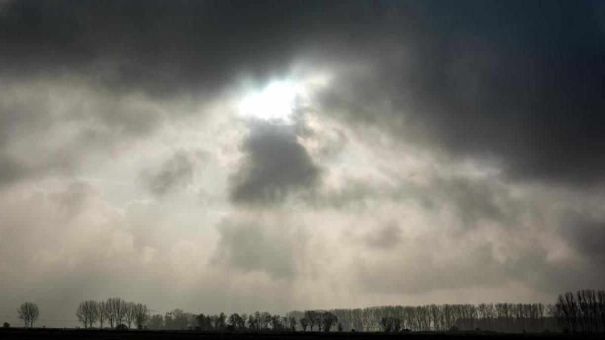 Das Ende des Sommers und auch der Start in den Herbst verläuft ruhig. Nach Nebel und Bodenfrostgefahr gibt es tagsüber viel Sonne und um die 20 Grad. In der zweiten Wochenhälfte dreht sich das Wetter. Es droht Sturm am Freitag.