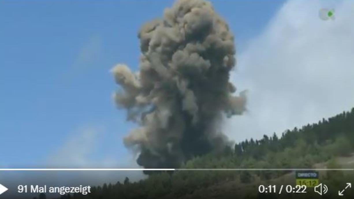 Nachdem Tausende kleine Beben die Region an der Vulkankette Cumbre Vieja auf der kanarischen Insel La Palma stattgefunden haben, ist der Vulkan am Sonntagnachmittag ausgebrochen.  Hier die ersten Bilder.