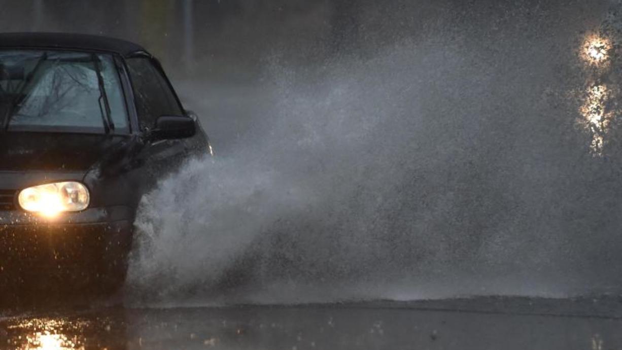 Diesen Wahlsonntag hatten sich die Feuerwehren in Franken und Thüringen sicher anders vorgestellt. Extreme Unwetter ließen vor allem zwischen Kulmbach und Bayreuth die Keller volllaufen. Das Wasser stand hüfthoch in den Straßen.
