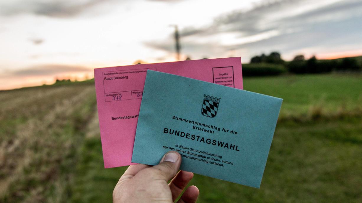 Auch wenn in diesem Jahr noch mehr Menschen als sonst per Briefwahl ihre Stimme zur Bundestagswahl abgeben wollen, ist das Wetter am Wahlsonntag auch 2021 wieder Thema.  Wann und wo werden Sie auf dem weg zum Wahllokal nicht nass?