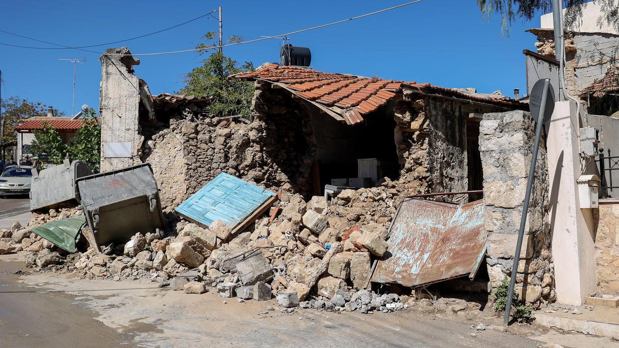 Nach dem schweren Erdbeben am Montagmorgen auf Kreta bei dem ein Mensch ums Leben kam, ist die griechische Insel von einem weiteren Erdstoß getroffen worden. Das Nachbeben erreichte eine Stärke von 5,3.