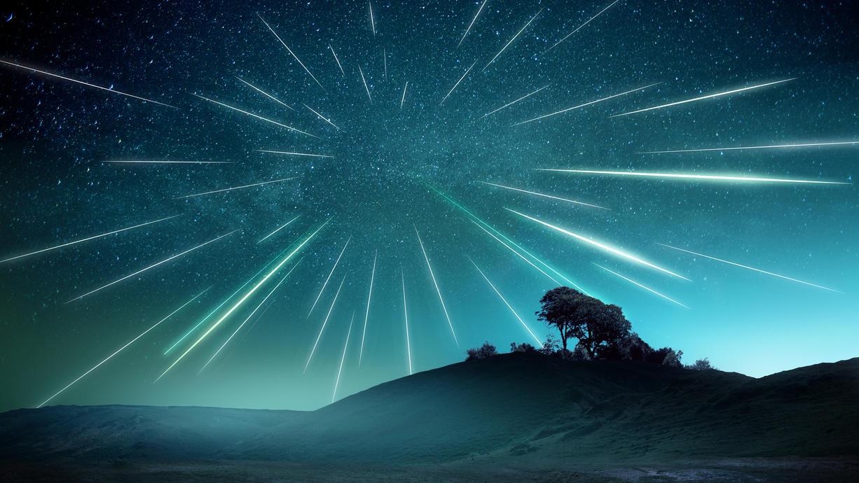 Schnell, schneller, Orioniden: So könnte man die Orioniden gut beschreiben. Mit rund 66 Kilometern pro Sekunde treten die Meteore in die Erdatmosphäre ein und hinterlassen den typischen Schweif einer Sternschnuppe. Nun steht das Maximum an.