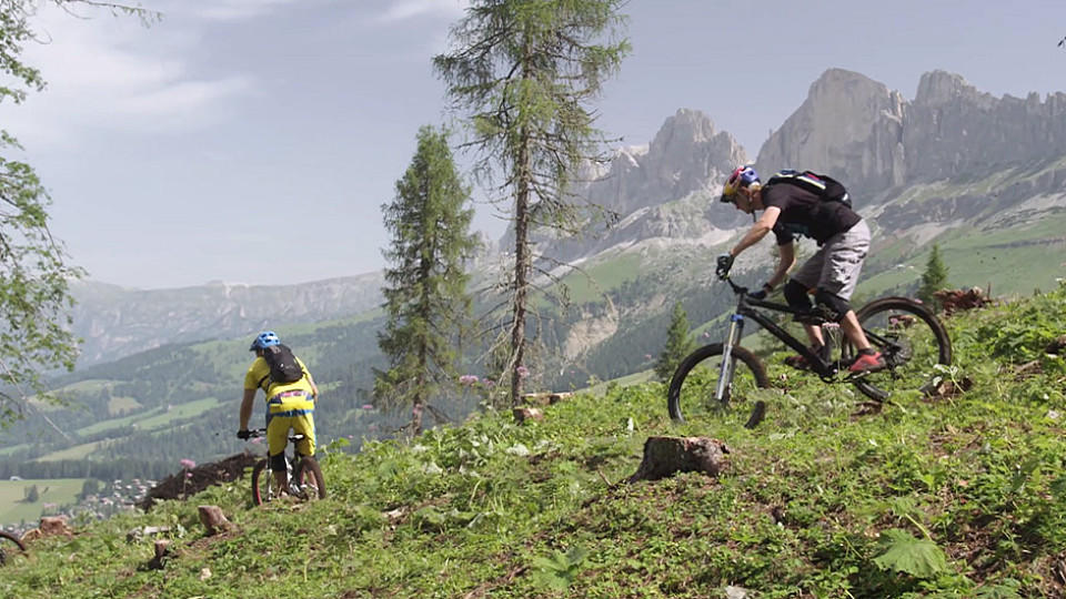 video mit dem mountainbike in den dolomiten sch ner geht es eigentlich nicht. Black Bedroom Furniture Sets. Home Design Ideas