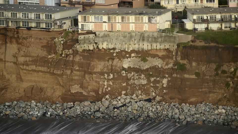 Uninhabitable apartments, in danger of collapsing into the Pacific Ocean, line Esplanade Ave. in Pacifica, California January 26, 2016. The city has marked three apartment complexes uninhabitable as El Nino storm erosion eats away at the coastal bluf
