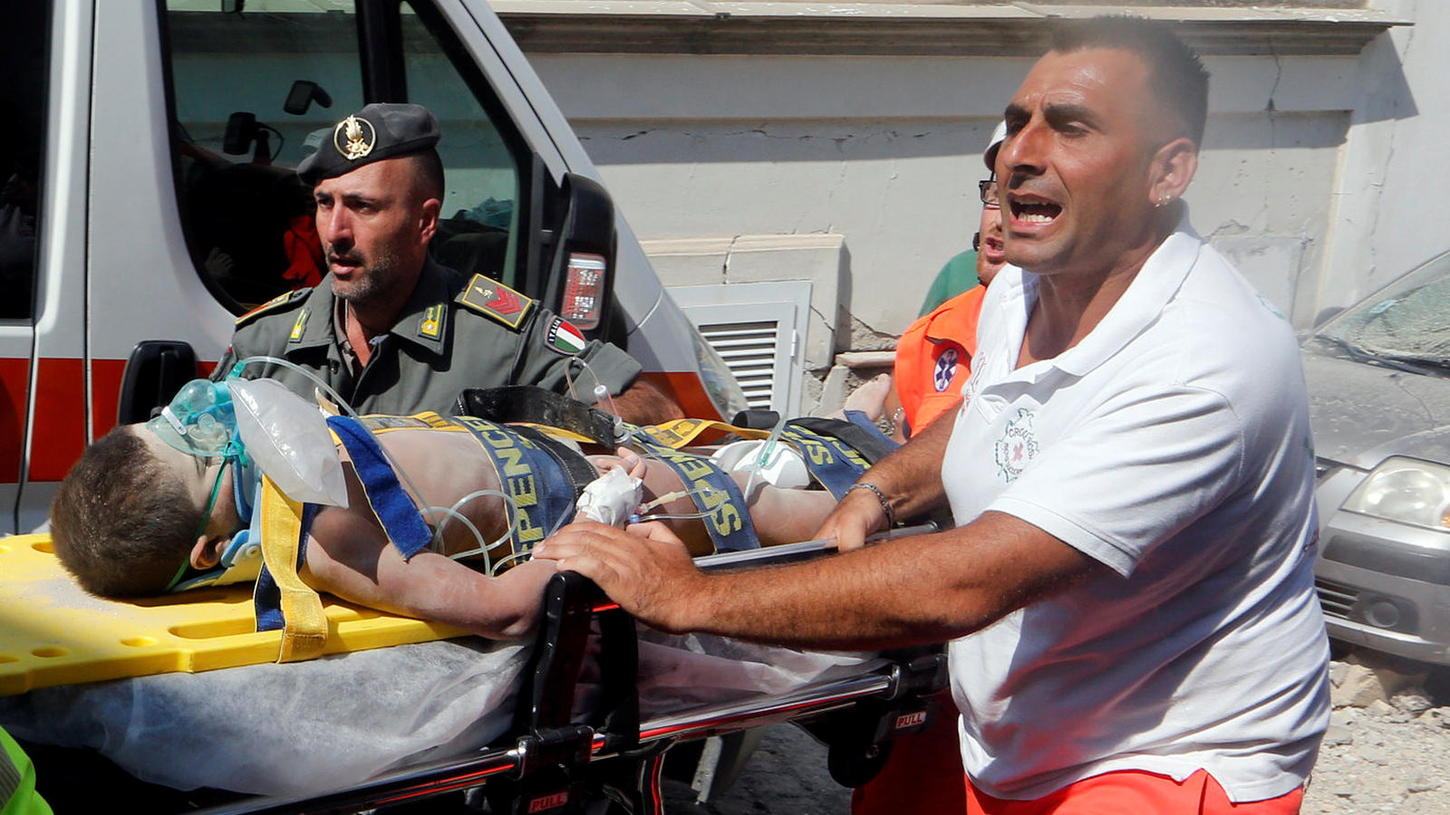 Rescue workers carry a child after an earthquake hit the island of Ischia, in Naples, Italy August 22, 2017. REUTERS/Ciro De Luca